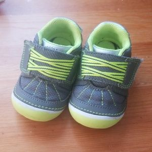 Stride rite green and gray shoes
